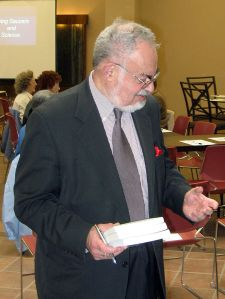 Stanton_Friedman_Alamogordo_2010wikidotorg