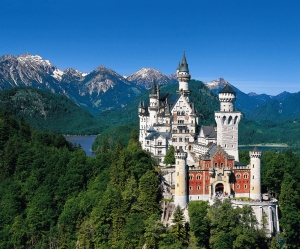 http://funnyfunda.com/amazing-places/neuschwanstein-castle.php