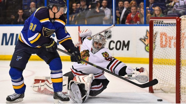 Blues-vs-Blackhawks-Tarasenko-shot-640x359